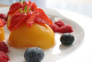 Peaches with Strawberries and Blueberries, Image by Nutrichef